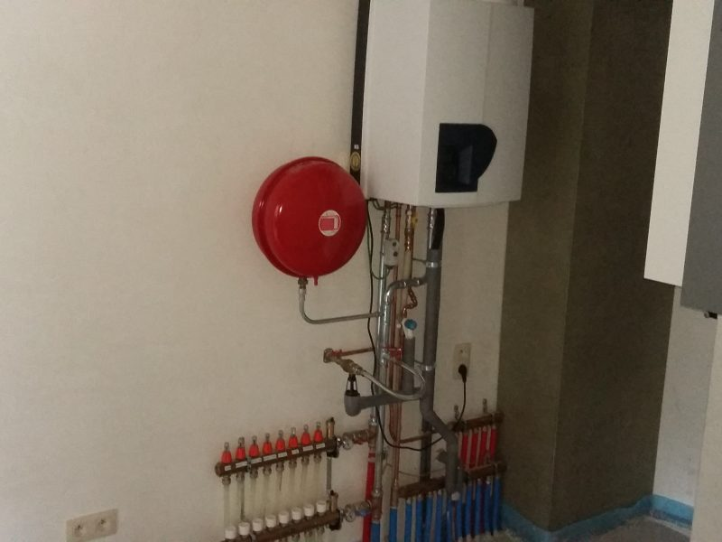 Plaatsen van Atag A 285 ec in combinatie met vloerverwarming in twee appartementen